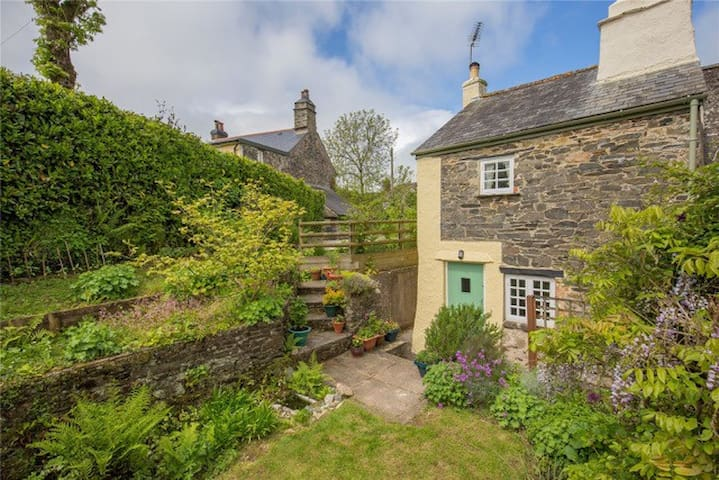 Cosy Dartmoor Cottage - Court Gate Cottage