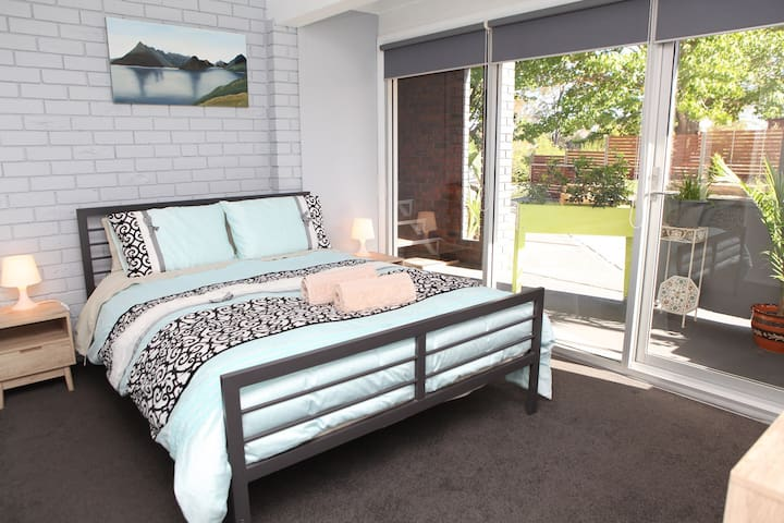 """Springwood Break Away"" 1 queen bed+1 sofa bed(4)"