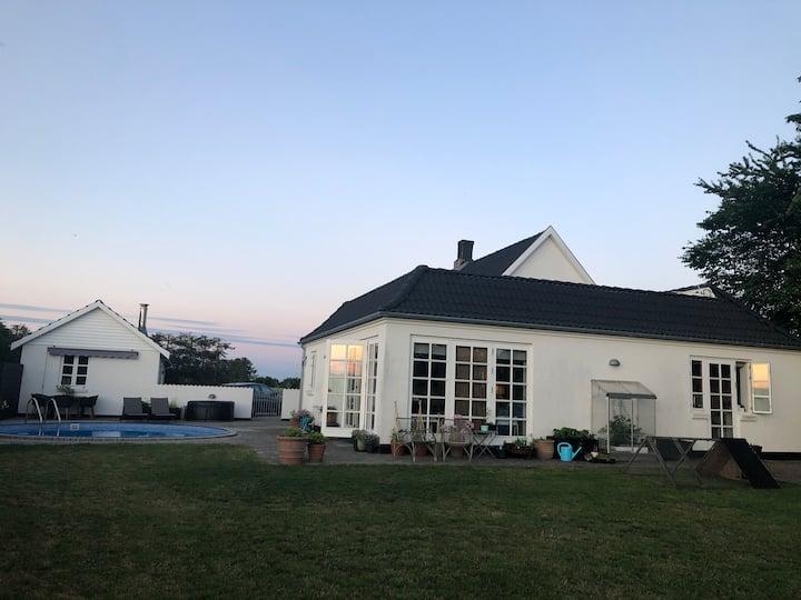 Skøn villa på landet med egen pool og spa☀️☀️