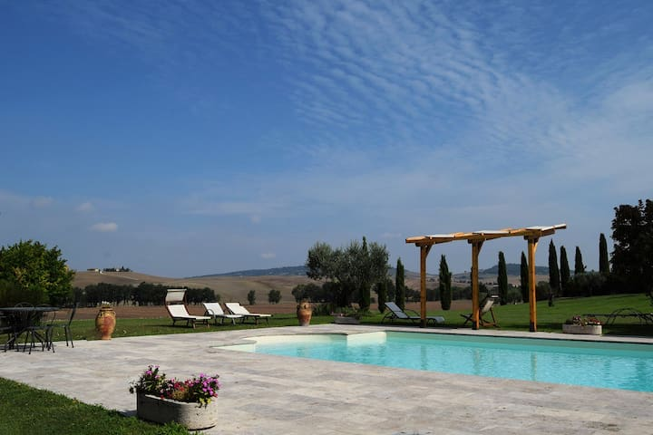 Agriturismo Lunadoro: room in Pienza-wifi and pool