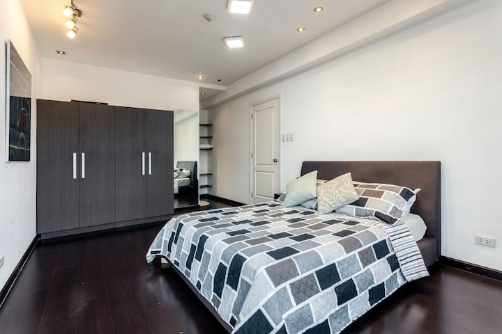 Modern & Cozy 2BR suite at The Gramercy Residences