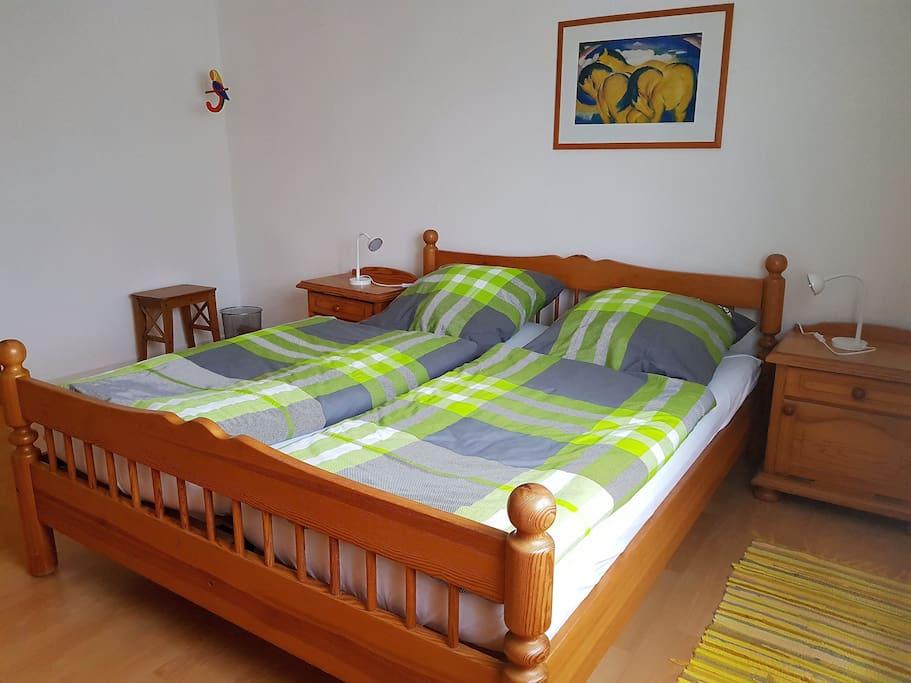 Schlafzimmer 1 Kinderbett ist möglich