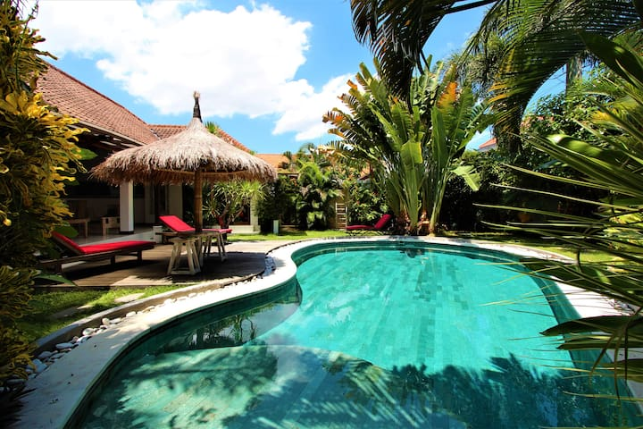 Big peaceful Villa lux, pool table,center Seminyak