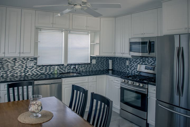 Full, modern kitchen with range, microwave, and diswasher