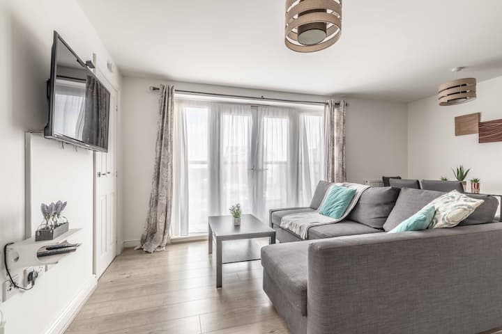 2 BED & 2 BATH COSY APARTMENT SLOUGH- FREE PARKING