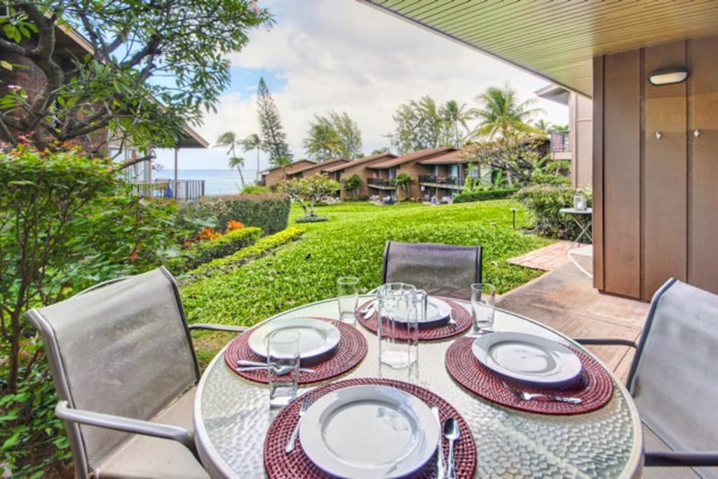 Ready for brunch on the opposite side of lanai.