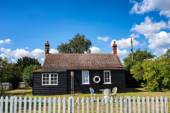 Willows Cottage / 3-bed home on Osea Island, Essex