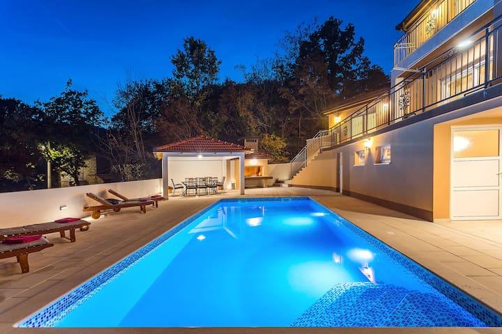 Luxury villa Diamond with private, heated pool !