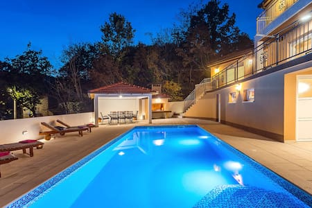 Luxury villa Diamond with private, heated pool !