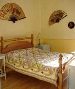 Large en-suite Family Room in beautiful setting - Faugères