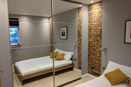 Stylish double bedroom - great transport links