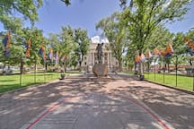 Explore the famous Courthouse Square just 6 blocks away!