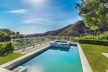 SINATRAS PARADISE -MONDERN- VIEWS IN BEVERLY HILLS