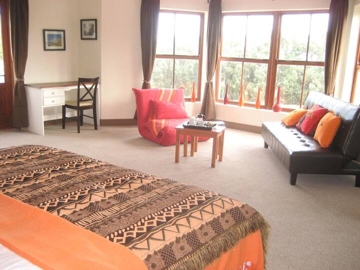 Enkosi room @ Epic Guest House in Cape Town