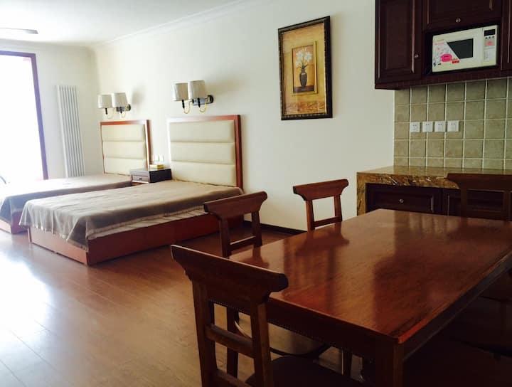 张家口崇礼容辰国际公寓,滑雪度假的理想居所。位于县城中心,生活便利。