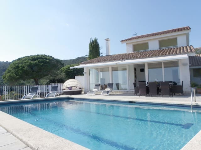VILLA WITH POOL AND STUNNING SEA VIEWS ref OLIVA