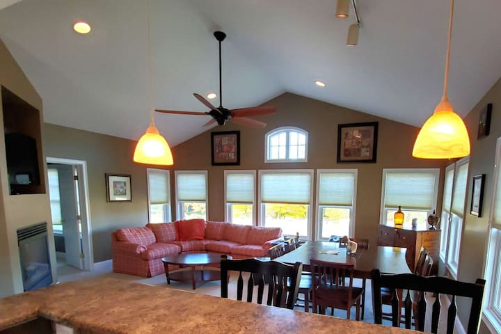 New to Market Condo in Owls Nest Resort  Located Hole #11  steps to Clubhouse 3 bed/2bath sleeps 1
