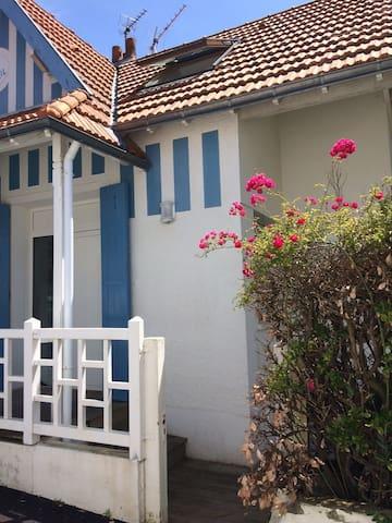 Bauloise de charme et la mer à pied - La Baule-Escoublac - House