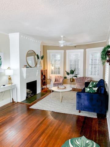 The Sunshine Room @ Beach Drive Inn