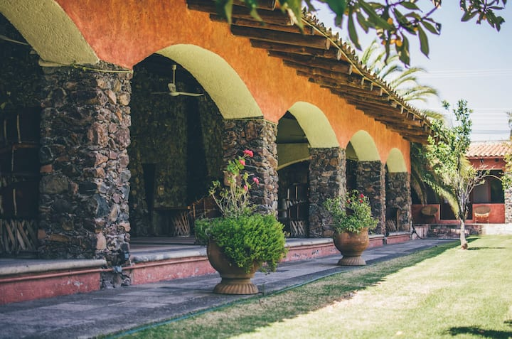 Villa vacacional con grandes jardines