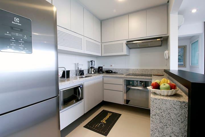 Cozinha totalmente equipada com eletrodomésticos de primeira linha