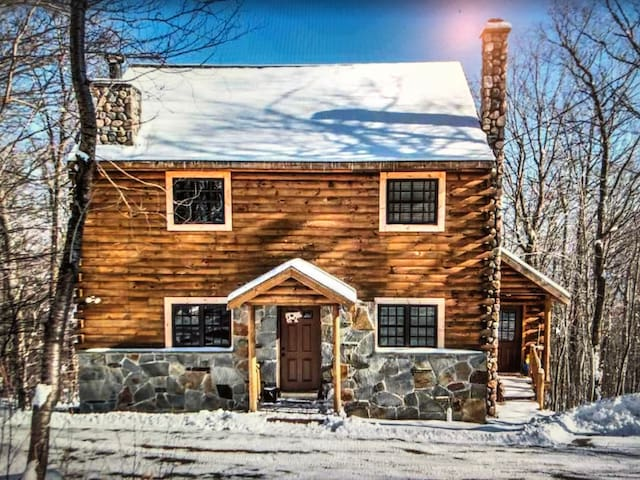 Updated Vermont Mountain Retreat-Chimney Hill