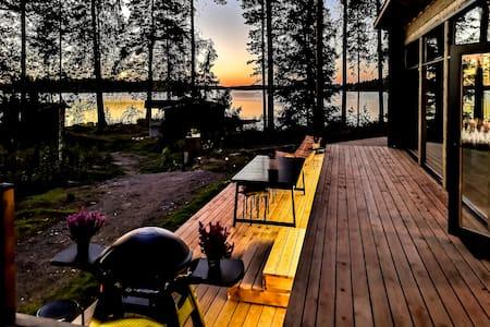 Sammal Cottage - modern log house with a lake view