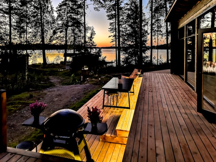 Sammal Cottage - modern log house with a lake view