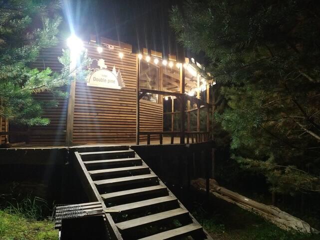 DoublePine Lodge - Макси-лодж