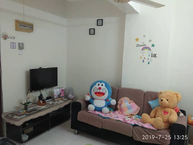 Homely & cosy couple paradise near KOMTAR + b/fast