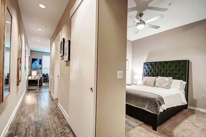 Bedroom/Hallway