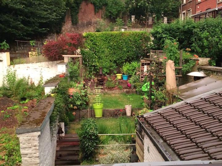 Chambre équipée  au calme de Liège, vue sur jardin