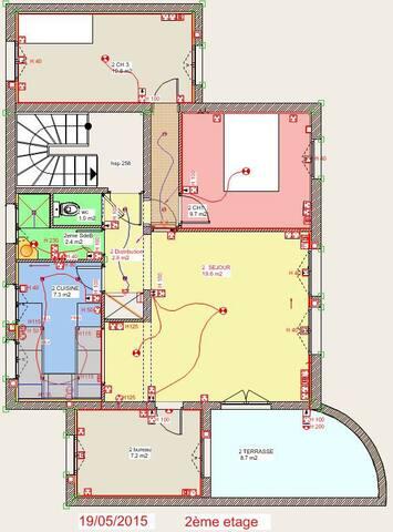 Appartement dans maison , au 2è étage
