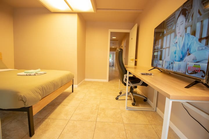 Private room #A6/Bright and Clean/Close  Apple
