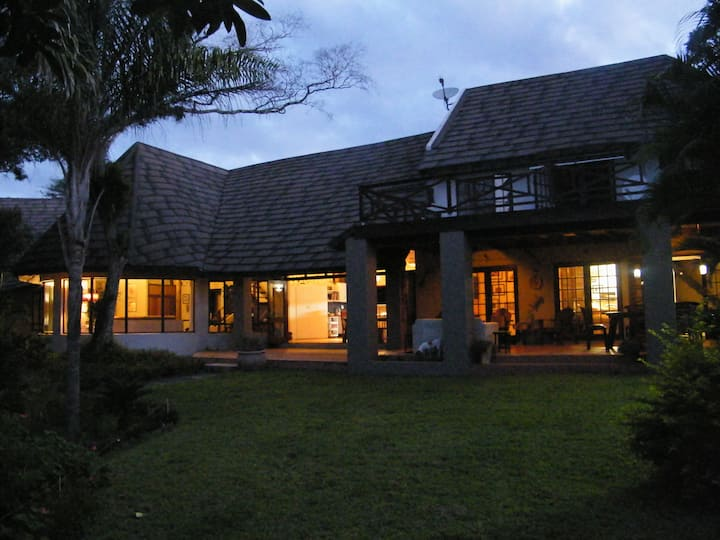 Buhala Bush Retreat, King Room, Hluhluwe