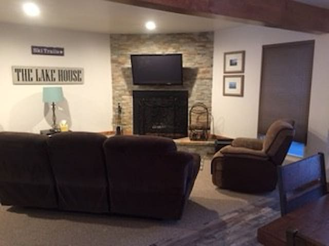 Newly updated condo-sleeps 6 - State Line - Leilighet