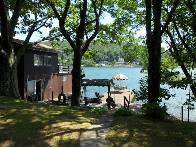 The Lake House At Historic Harveys Lake