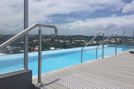 Modern apartment Coorparoo. Roof top pool. - Coorparoo