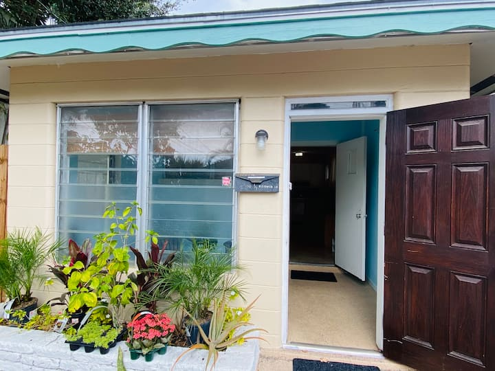 Michelles cottage3 Only 2.5 mi to SIESTA KEY BEACH