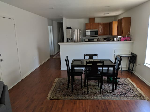 Sunny, spacious home - minutes to UT and downtown