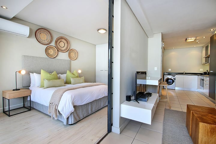 Cape Town Long Street  1 bedroom apartment Mario