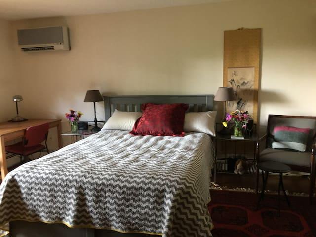 Many Oaks Refuge Suite