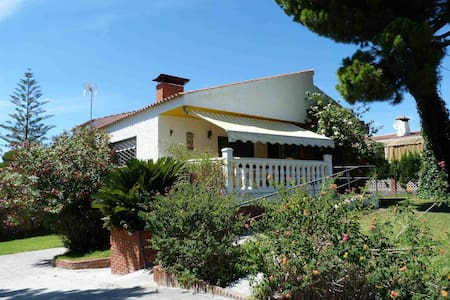 Chalet on plot of 1000 m2. - El Rompido (Cartaya)