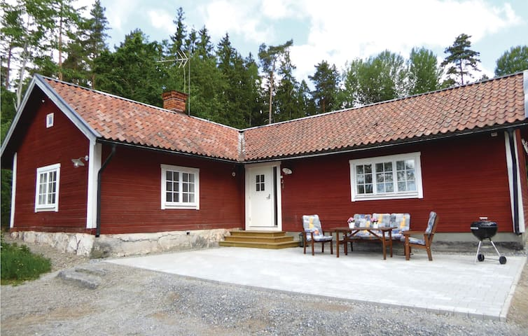 Holiday cottage with 2 bedrooms on 110m² in Stjärnhov