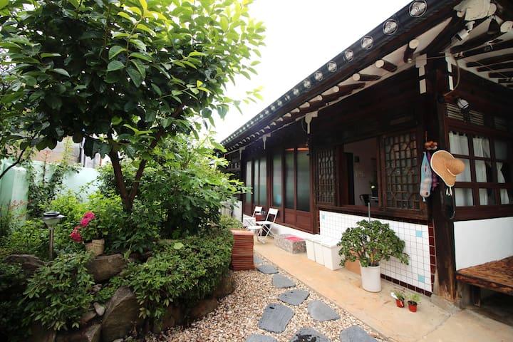TTOL LANG Cottage Jeonju Hanok Village