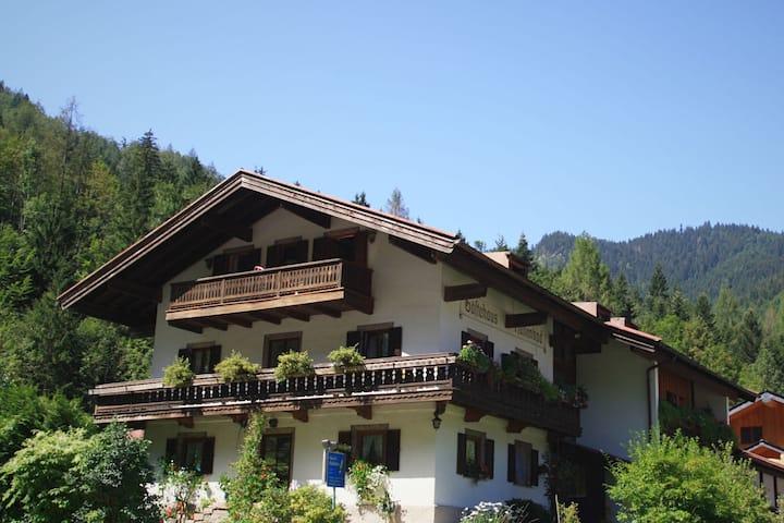 Schönes Apartment in Ruhpolding, Bayern mit Terrasse