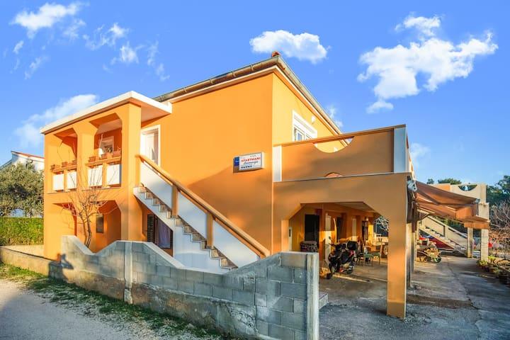 Delightful Apartment in Vir with Garden