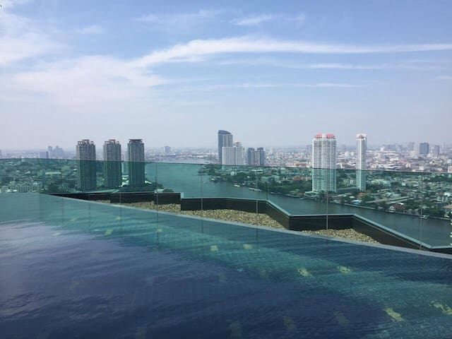 Luxury, River view, WIFI, Pool,Gym, BTS,Pier, Mall - Bangkok