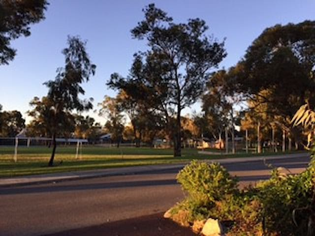 Mortlock BNB: Near Fremantle, park, s/contained - Hamilton Hill - Apartamento