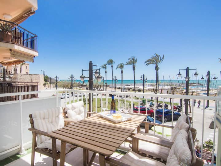 RIBERA SOL BY BLAUSITGES Beach front property with stunning sea views in Sitges.